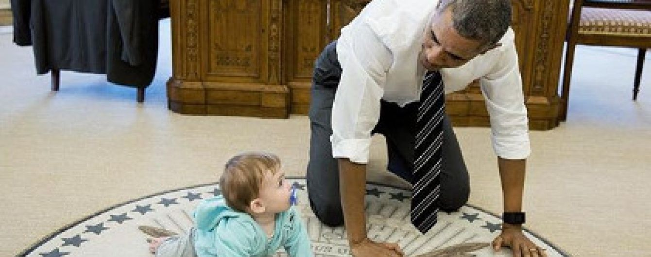 У Білому домі Обама повзав по підлозі разом з дочкою Псакі