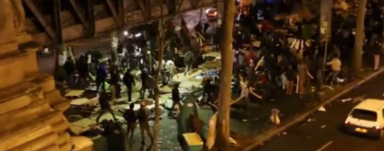 Сотні біженців влаштували погроми в Парижі