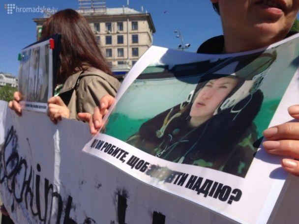 На Майдані вимагають від влади негайно домогтися звільнення Савченко