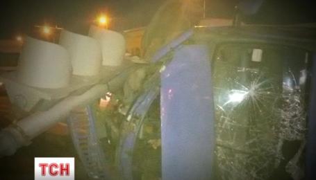 В Киеве водитель уснул за рулем и врезался в светофор
