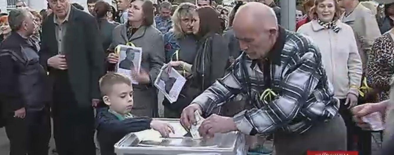 Батько заарештованого мера Вишгорода приніс відкладені на похорон гроші на заставу сина