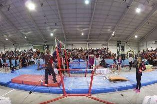 У Канаді спритний тренер врятував юну гімнастку від жорсткого падіння на голову