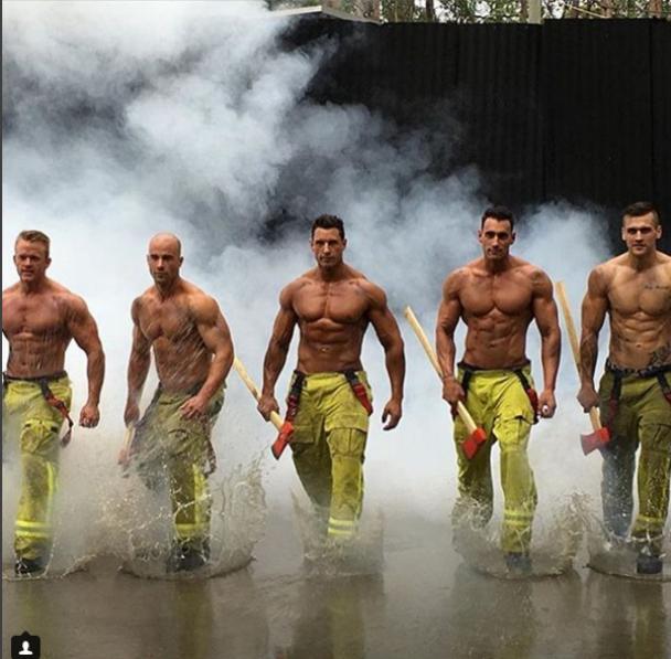 """Боротьба із вогнем та порятунок життів. Добірка """"найгарячіших"""" пожежників світу"""
