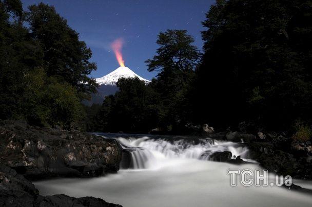 """Найяскравіші фото дня: виверження вулкану у Чилі, """"Біг-Бен"""" у Києві"""