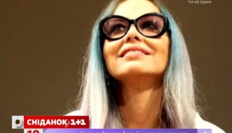 Орнелла Мути покрасила волосы в синий цвет