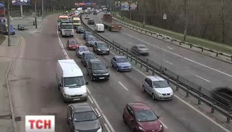 Киевские водители массово игнорируют полосы для общественного транспорта