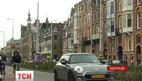 У Нідерландах можуть перестати продавати автомобілі на бензині та дизелі