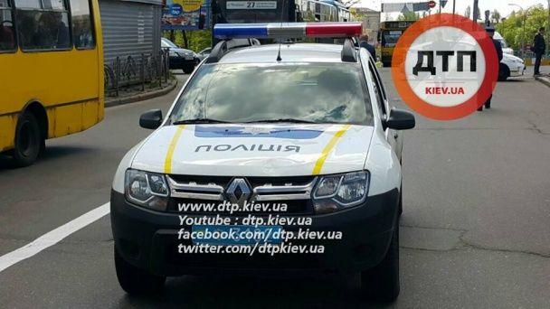 У Києві патрульні збили жінку, яка перебігала дорогу