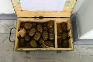 На Луганщині бойовики переховували вкрадений арсенал зброї