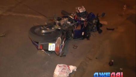 В столице мотоциклист не разъехался с внедорожником