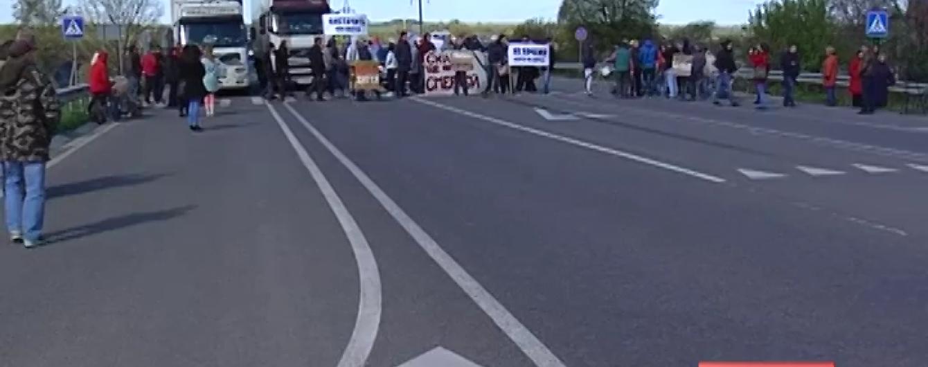 Селяни біля Рівного перекрили трасу Київ –Чоп