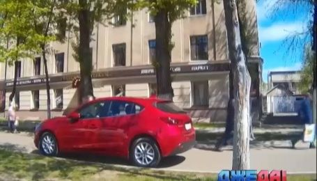 Как красавица в Харькове разозлила пешеходов
