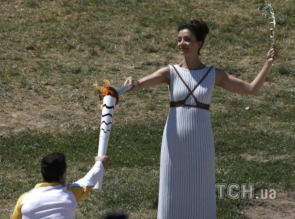 """Грецькі """"жриці"""" запалили вогонь Олімпіади-2016"""