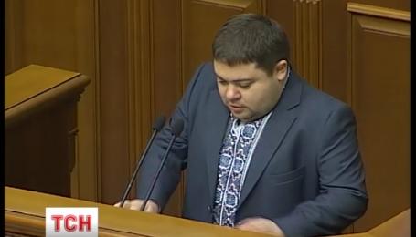 """Троє нових депутатів поповнили лави БПП, двоє - """"Народного фронту"""""""