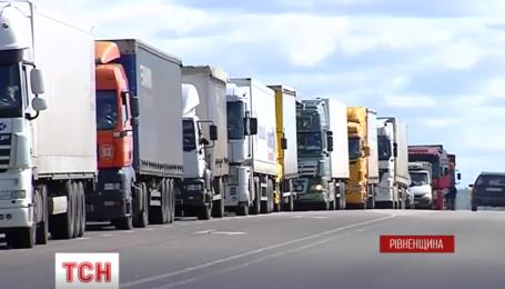 Дві години на Рівненщині люди блокували міжнародну трасу Київ-Чоп