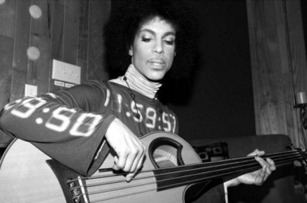 Prince у фотографіях: епатажні образи, чудернацькі гітари, запальні дуети