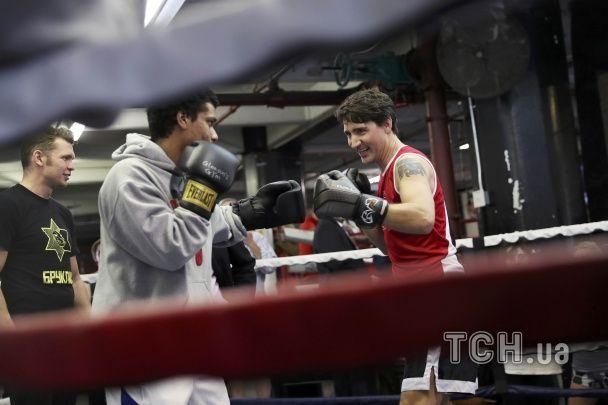 Усміхнений прем'єр Канади вийшов боксувати на ринг у Нью-Йорку