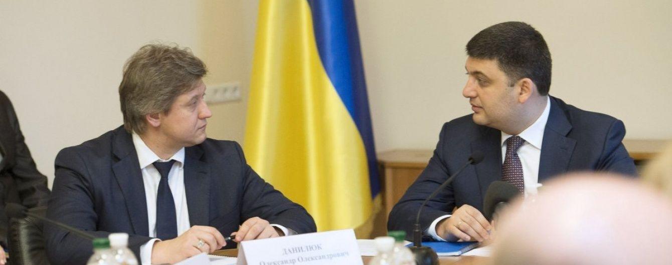 """Скандальними """"офшорами"""" міністра фінансів займуться правоохоронці – Гройсман"""