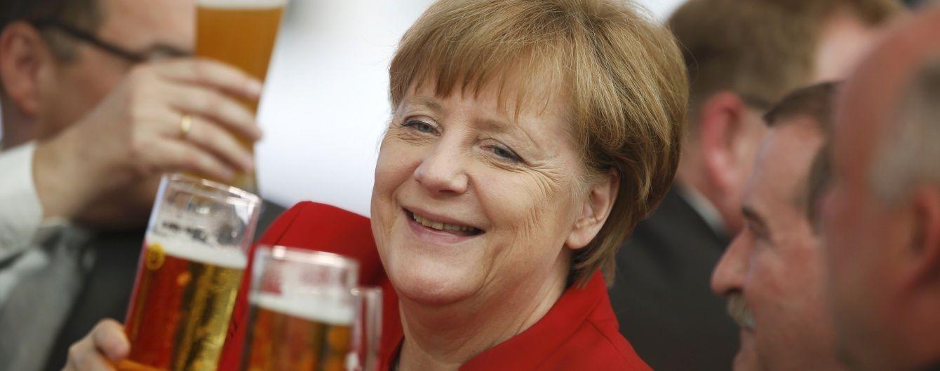Глубокие декольте и реакция на анекдоты Путина: смешные моменты с именинницей Ангелой Меркель