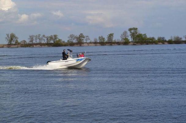 На позашляховиках і катерах: в Україні запрацювала річкова патрульна поліція
