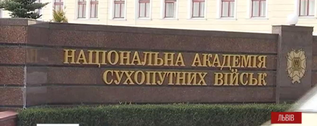 У Львові кинули за ґрати викладача, який просто на занятті відбив курсанту селезінку