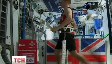 Британский астронавт Тим Пик пробежал марафон на борту космической станции