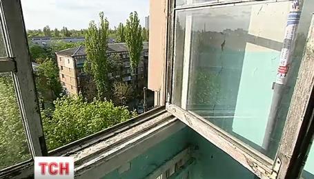 40-летний киевлянин выпал с 9 этажа столичного дома