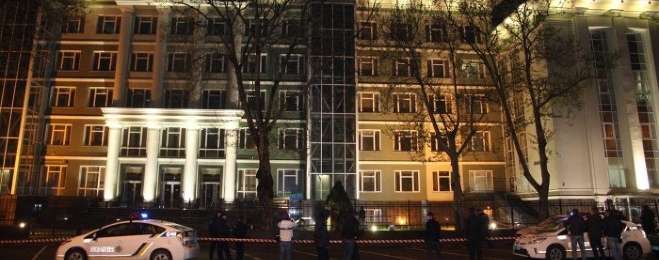 В Одесі в будівлю банку вистрілили з гранатомета