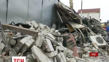 Взрыв в столичном гараже унес одну жизнь и повредил шесть автомобилей