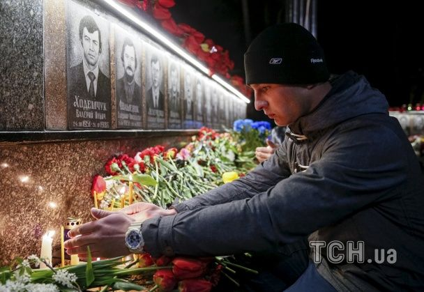 Нічні молитви та сльози на очах. Як в Україні згадували жертв аварії на Чорнобильській АЕС