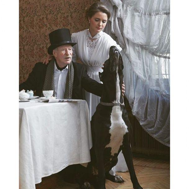 Літній Краско із юною дружиною перевтілилися у благородних аристократів