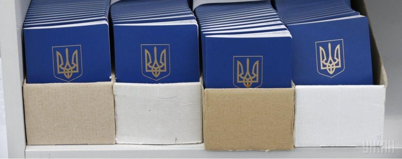 Рада затвердила обов'язкове отримання біометричних паспортів з 14 років