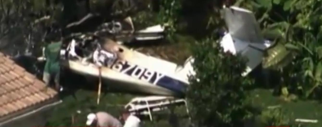 У США літак врізався у будинок