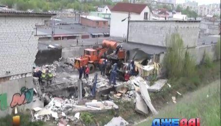 В столице в результате взрыва в гараже погиб человек