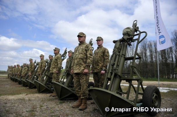 """На полігоні під Переяславом військові показали, як удосконалили потужні """"Піони"""""""