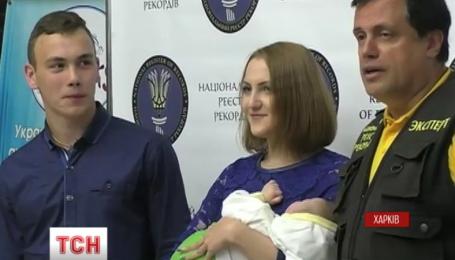 Харків'янин Олександр Лісний претендує  на звання  наймолодшого  батька в Україні
