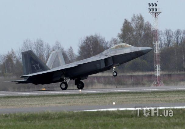 """Литва отримала два винищувачі-невидимки F-22: """"Ніхто не має права пхати носа в нашу країну"""""""