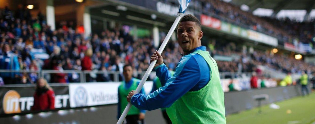 У Швеції оскаженілий футболіст метнув у вболівальників суперника кутовий прапорець