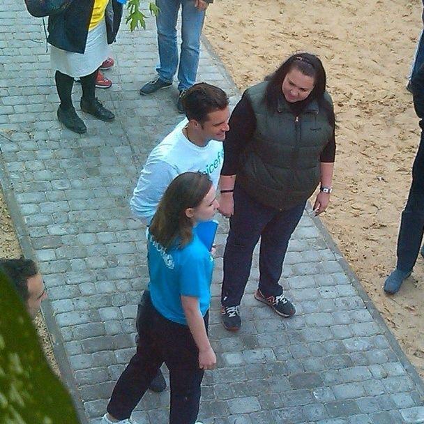 Орландо Блум на Донбасі: фото з Міс Україною та прогулянка школою
