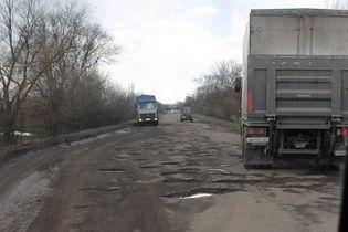 """Уряд виділив 330 млн грн на ремонт найгірших ділянок """"пекельної"""" траси Дніпропетровськ-Кривий Ріг"""