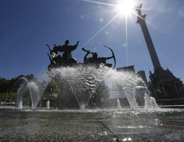 Найяскравіші фото дня: церква з 5 тисяч писанок у Харкові, масова йога у Китаї