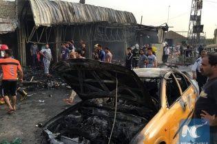 В Іраку потужний вибух біля мечеті забрав життя десятків осіб