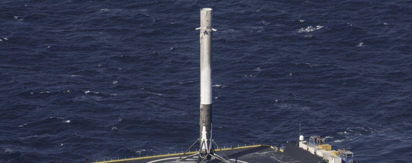SpaceX успішно посадила ракету на платформу. На черзі перезапуск двигунів