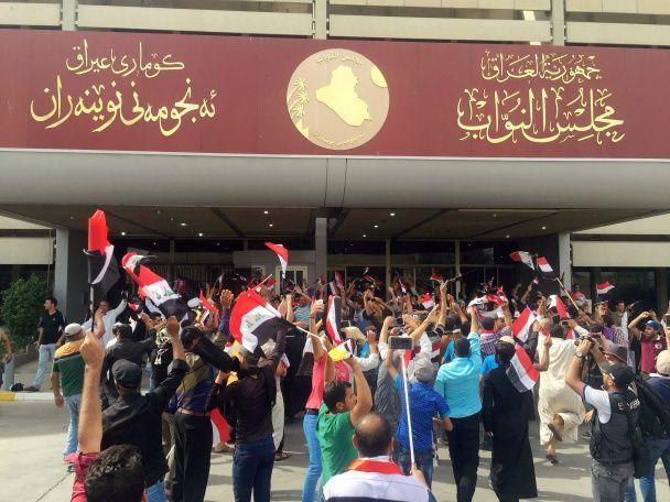 Сотні протестувальників увірвалися до парламенту Іраку - ЗМІ
