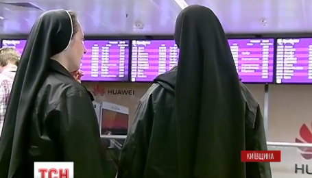 """Благодатный огонь из Иерусалима ожидают в аэропорту """"Борисполь"""""""