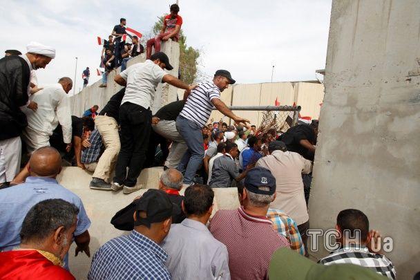 У столиці Іраку ввели надзвичайний стан після захоплення парламенту