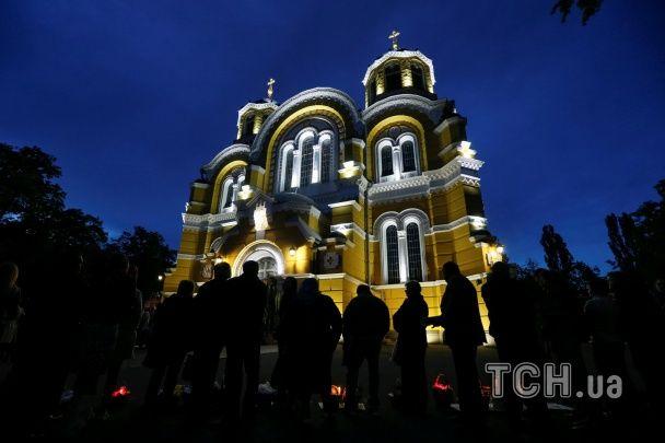 Чепурні діти та Благодатний вогонь. Як у Києві відбулася великодня служба