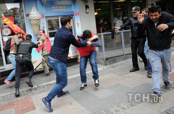 У Стамбулі під час розгону демонстрантів загинув чоловік