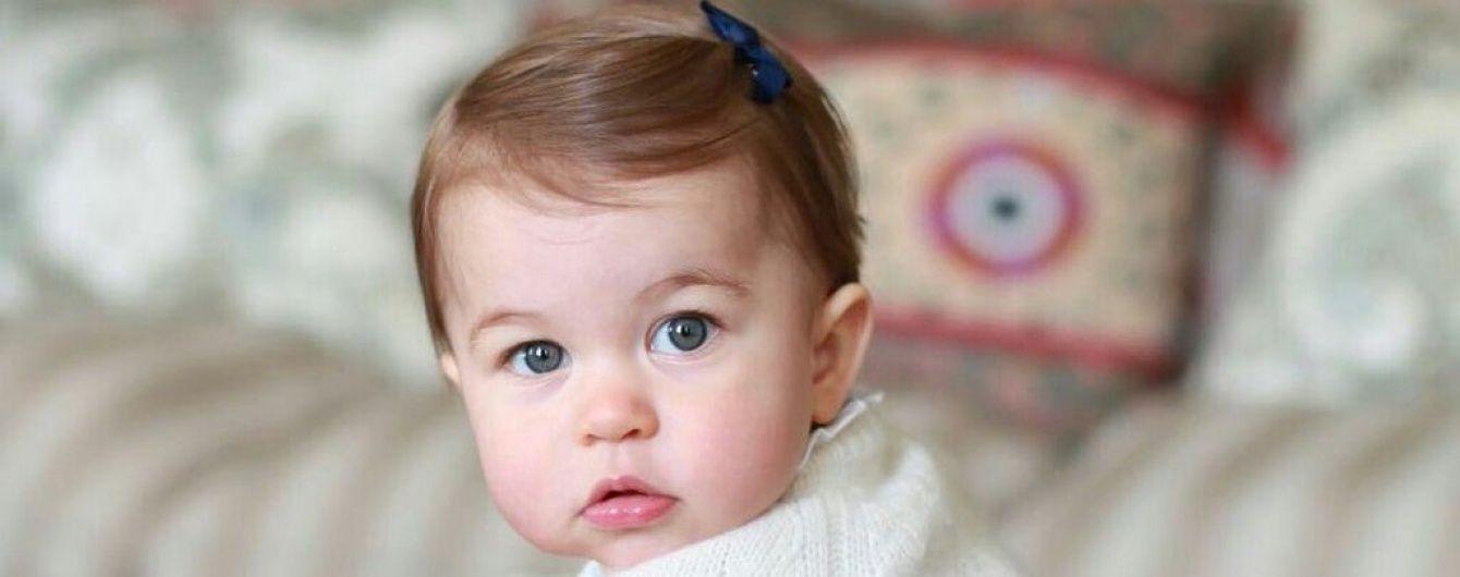 Королівська сім'я Великобританії показала фото маленької принцеси Шарлотти