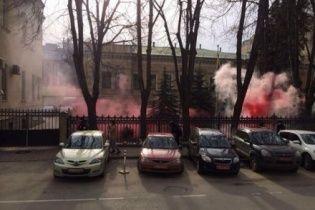 Стали відомі нові подробиці нічного нападу на українське посольство в Москві